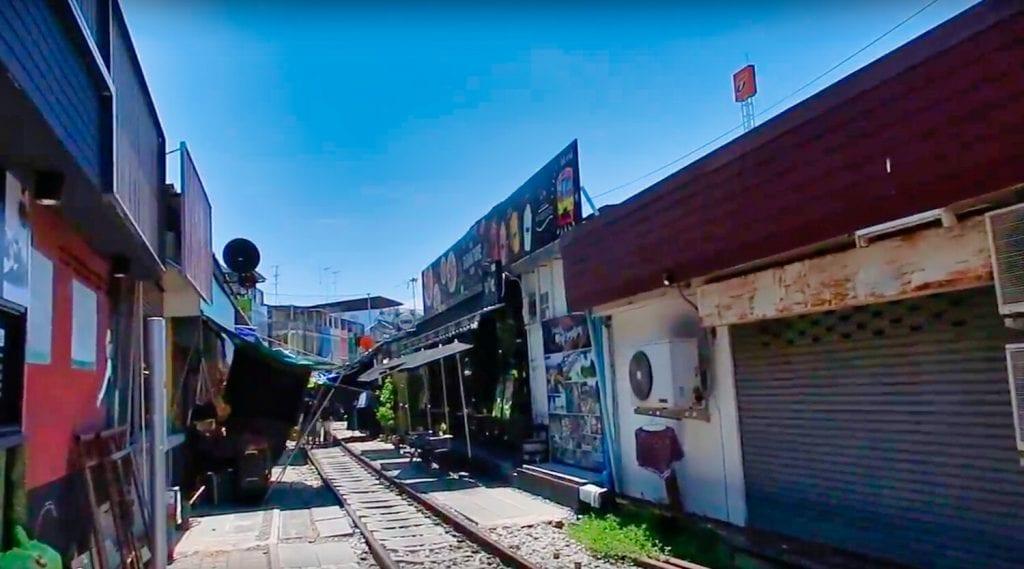 Best Bangkok Market 2: Ratchada Train Night Market, the train tracks that run through the market